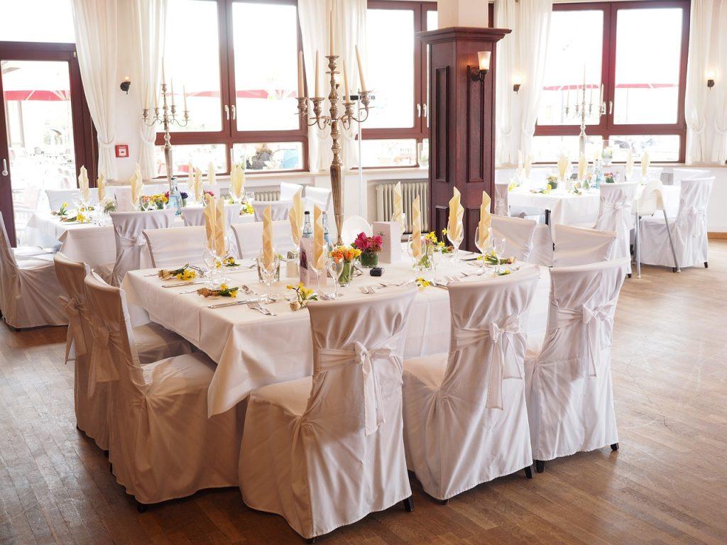 Ile kosztuje dekoracja sali weselnej