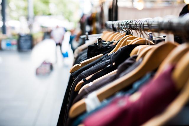 Wieszaki na ubrania - podstawa w każdej szafie