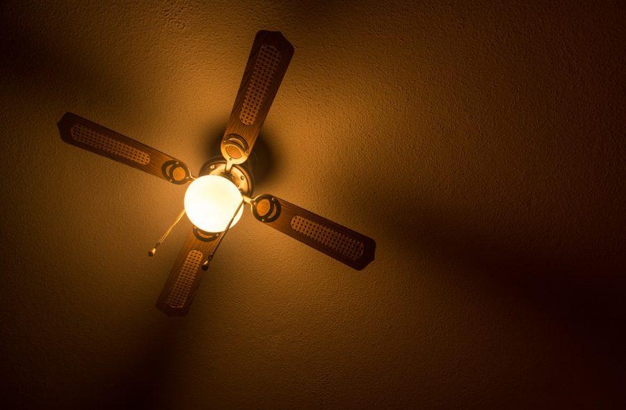 Lampy z wiatrakiem (wentylatorem) czy klimatyzatory kasetonowe